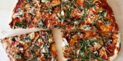 Gombás-rukkolás pizza