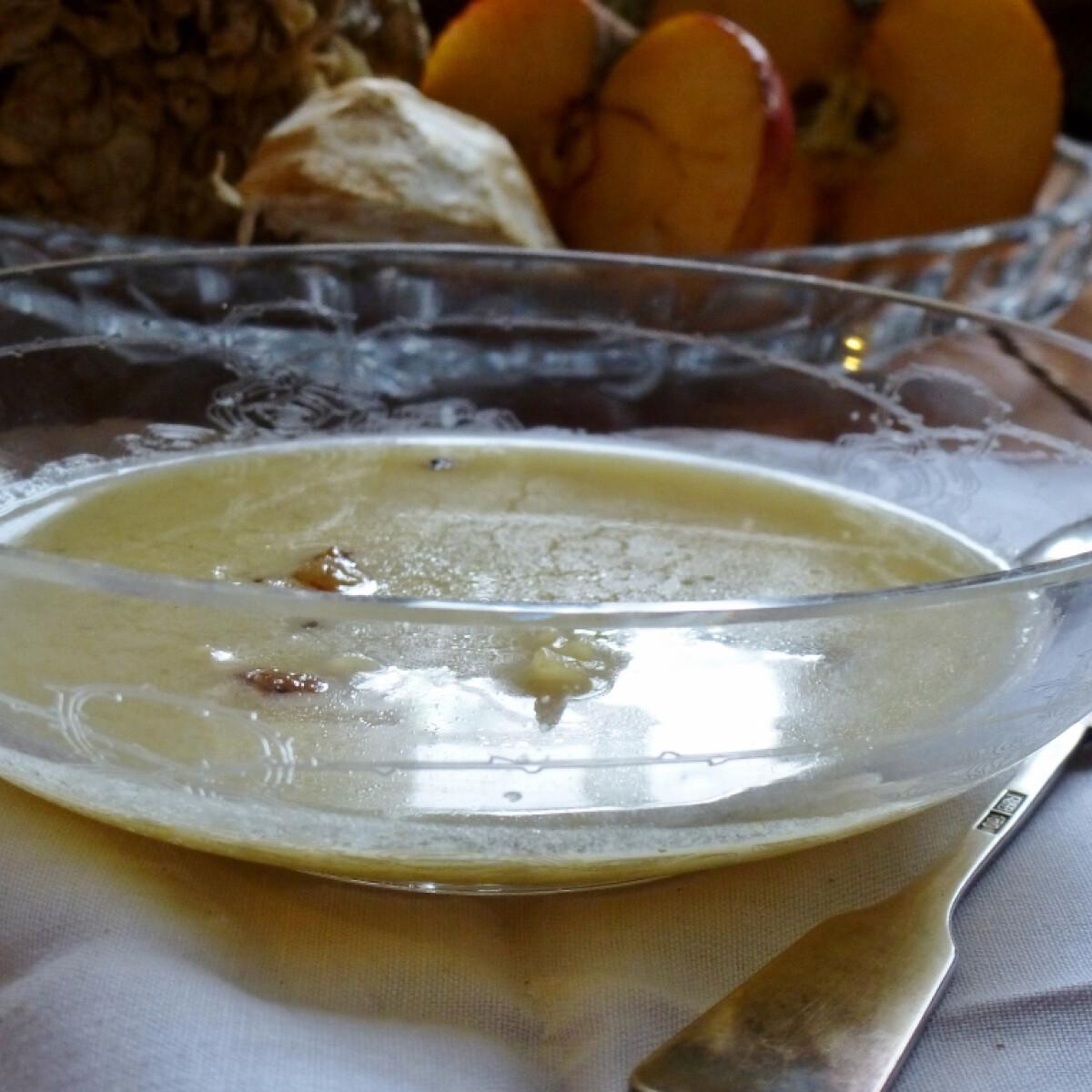 Ezen a képen: Pikáns almaleves Márti konyhájából