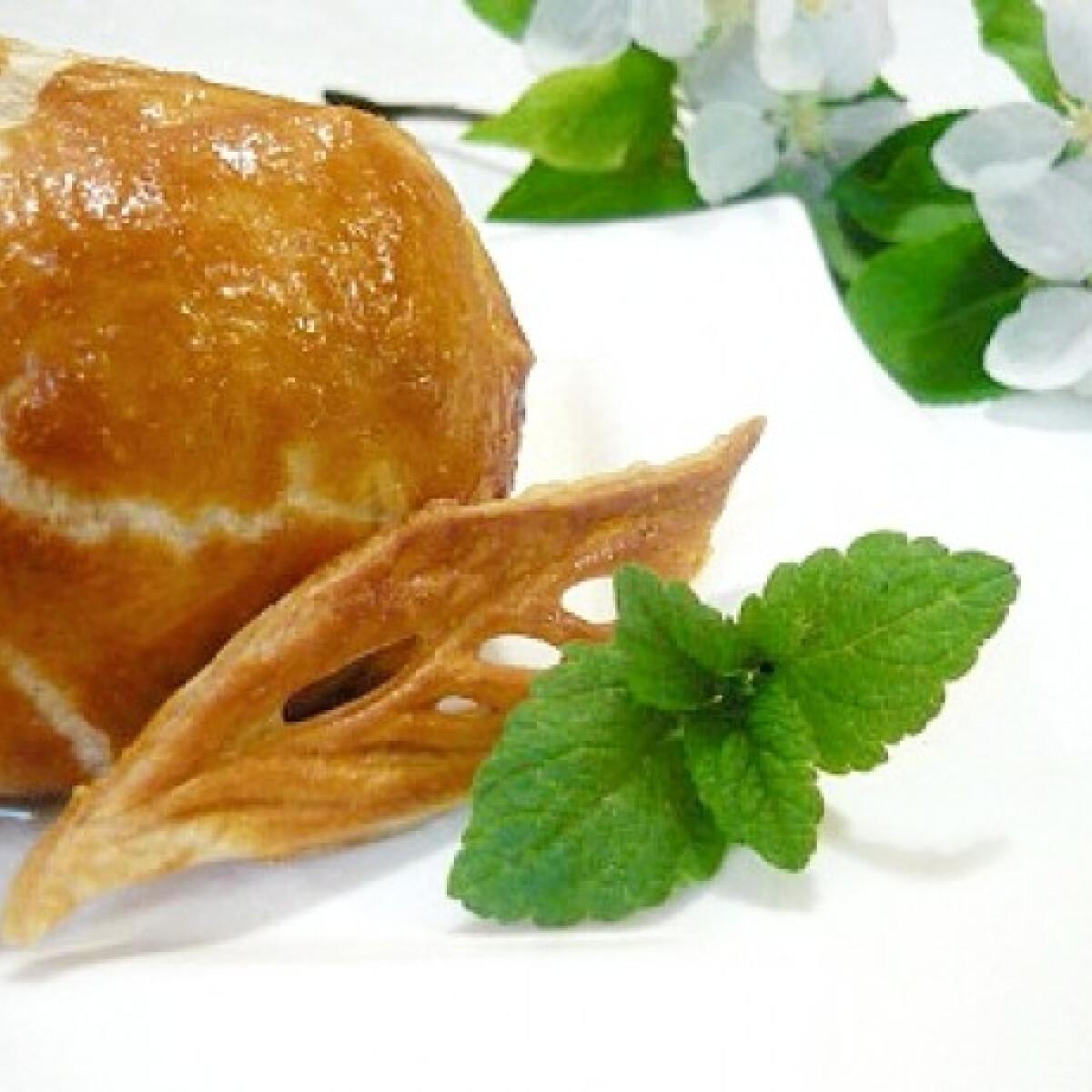 Ezen a képen: Leveles tésztában sült töltött alma