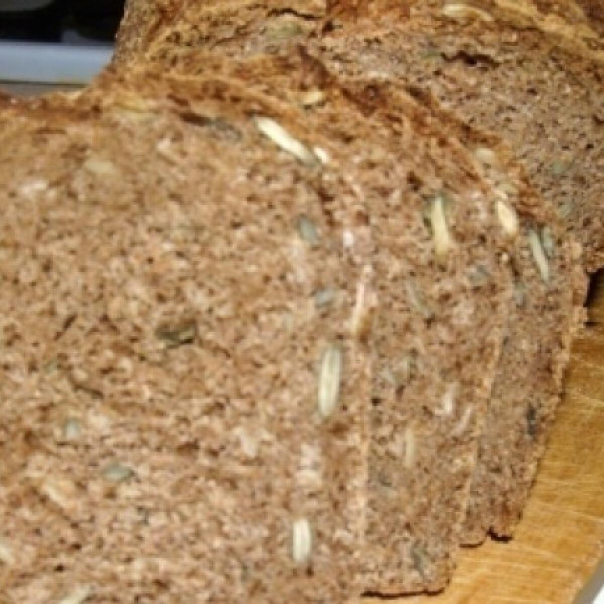 Ezen a képen: Tökmagos kenyér