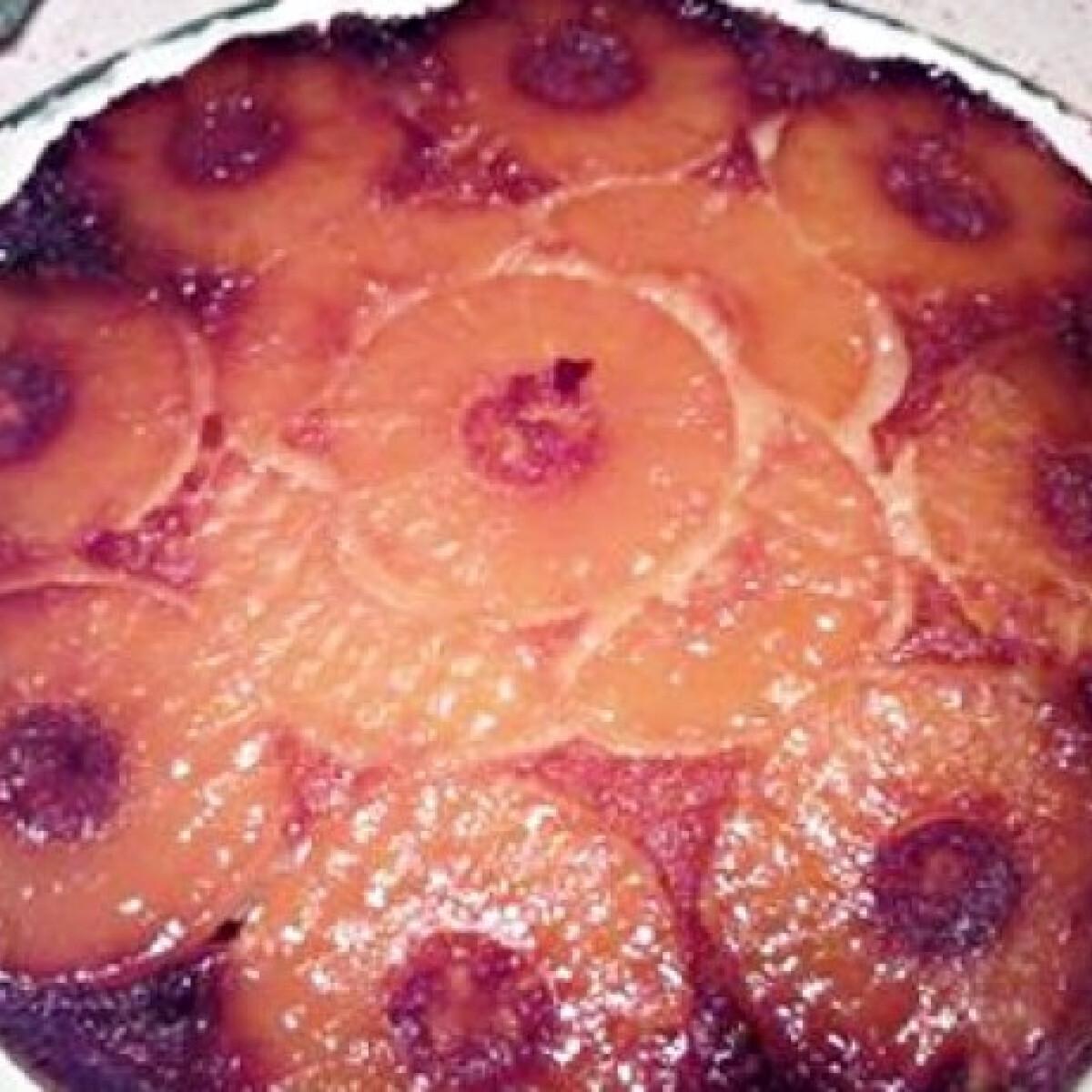 Ezen a képen: Ananászos fordított torta