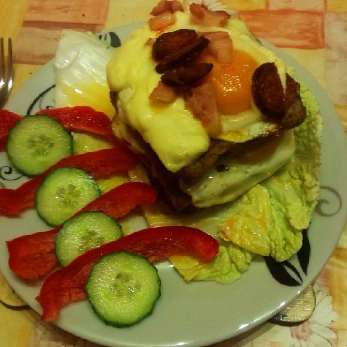 Ezen a képen: Tükörtojásos szendvics Alexandra konyhájából