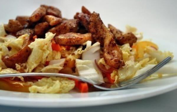 Mézes-chilis csirkesaláta