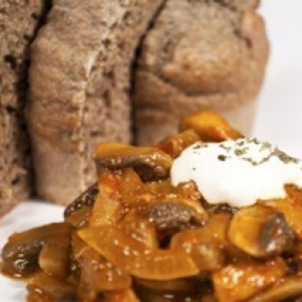 Ezen a képen: Gombapaprikás vörösboros muffinnal