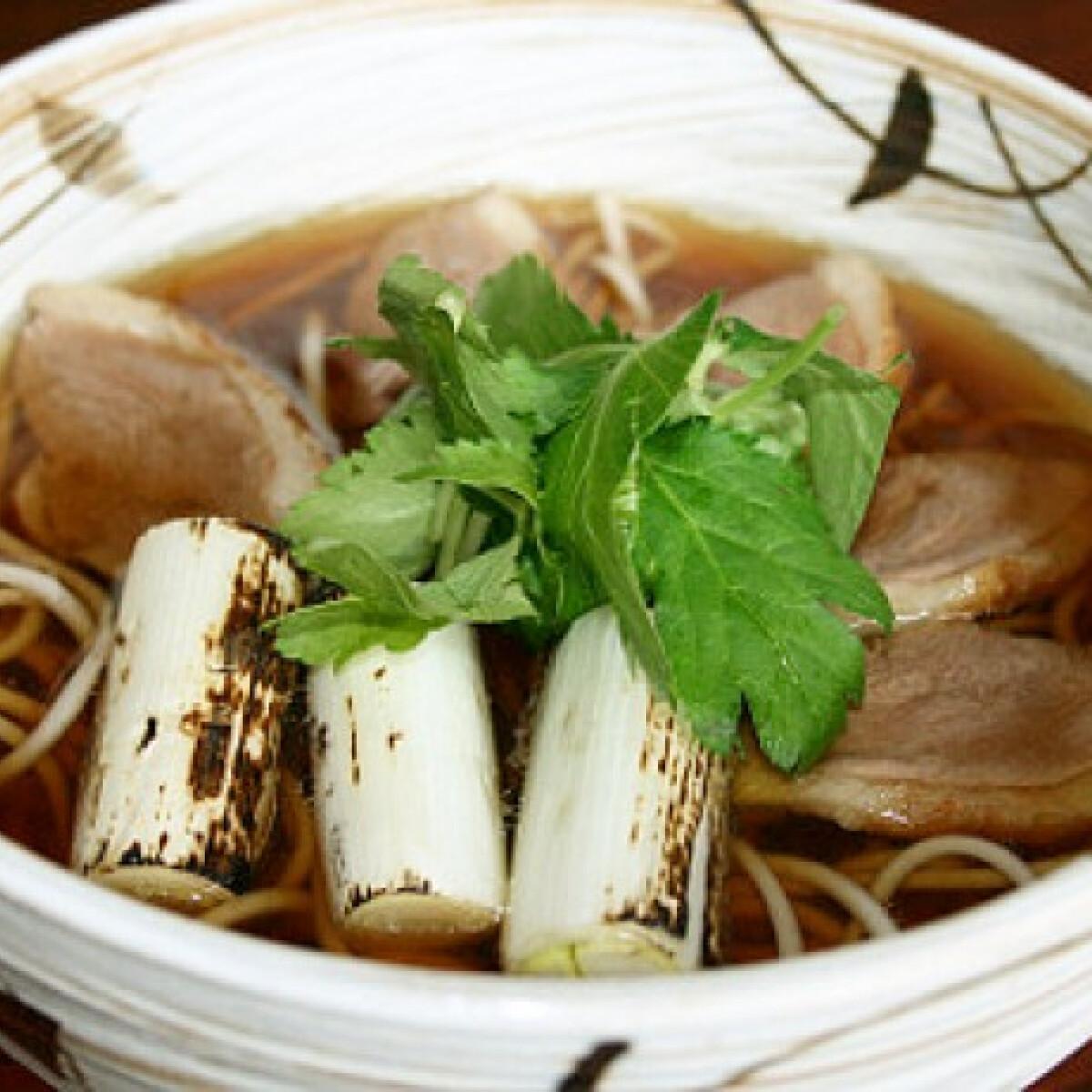 Ezen a képen: Melegítő leves kacsával és soba tésztával