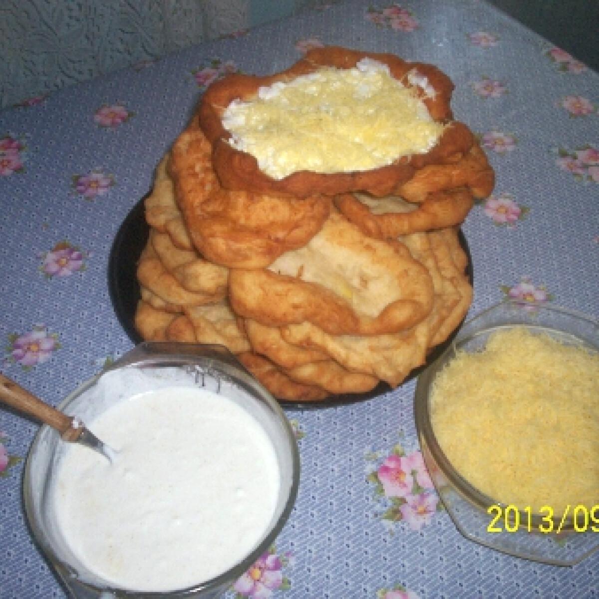 Ezen a képen: Tökös-krumplis lángos