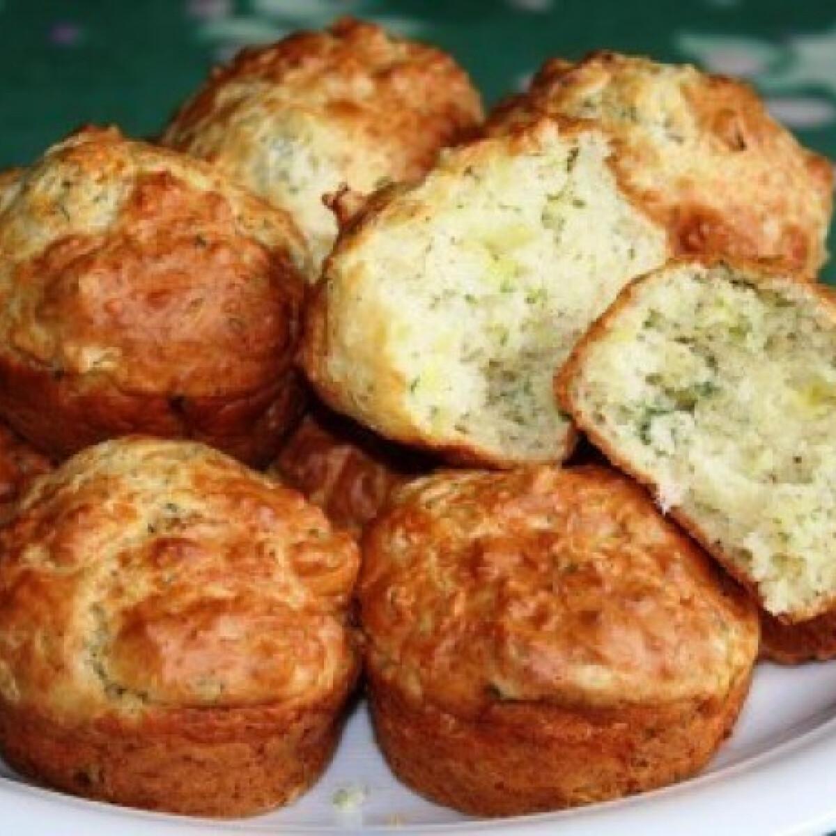 Ezen a képen: Sajtos-hagymás-petrezselymes muffin