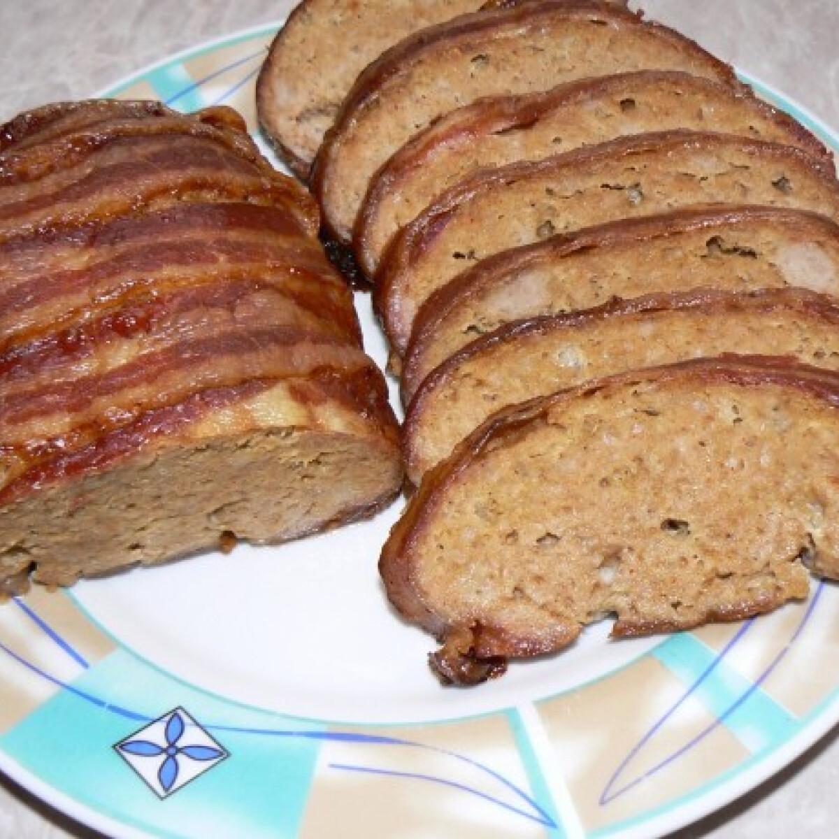Baconbe tekert egybensült fasírt