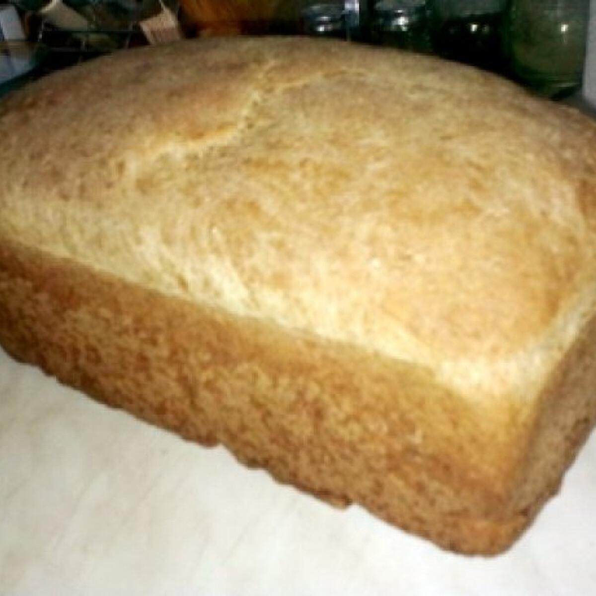 Ezen a képen: Vegán teljes kiőrlésű kenyér
