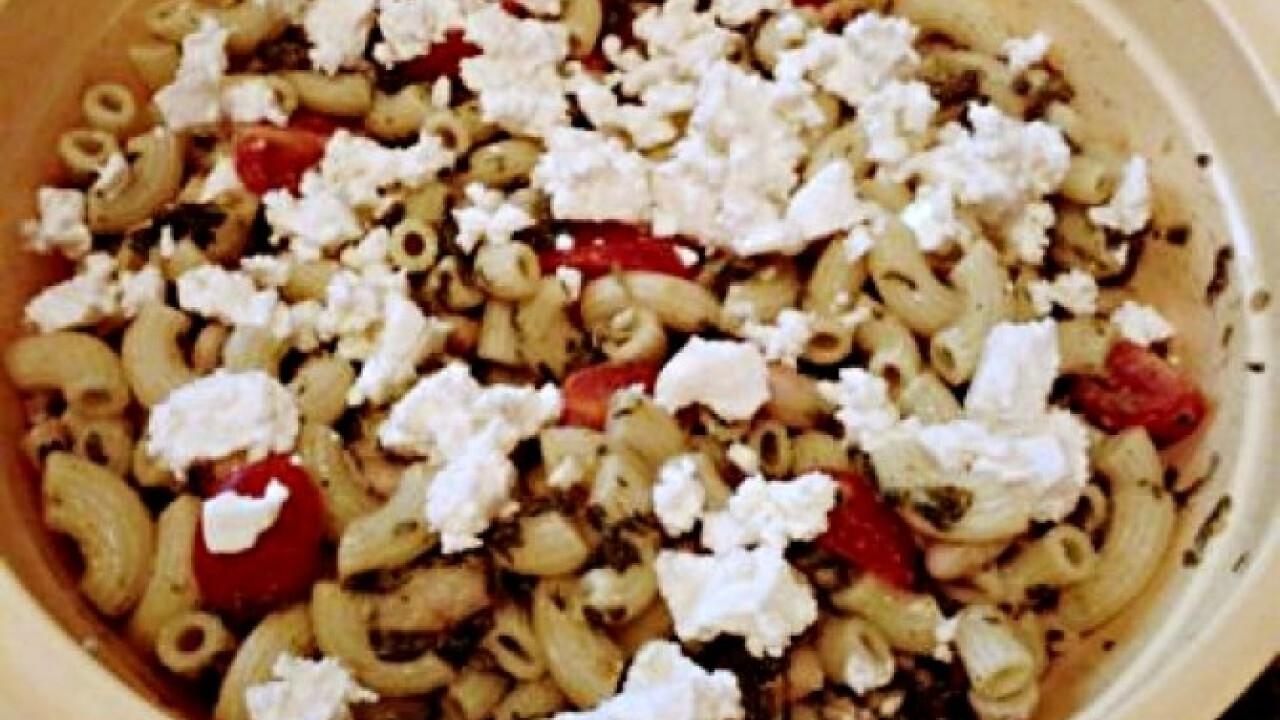 Spenótos-fetás tésztasaláta