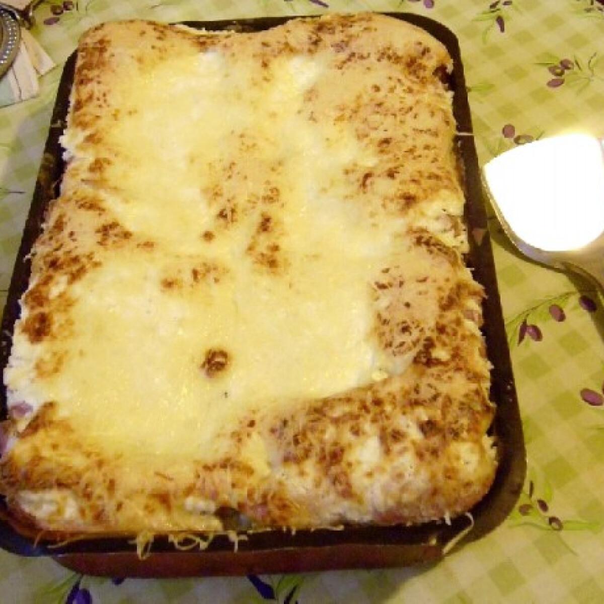 Ezen a képen: Rakott sajtos virsli