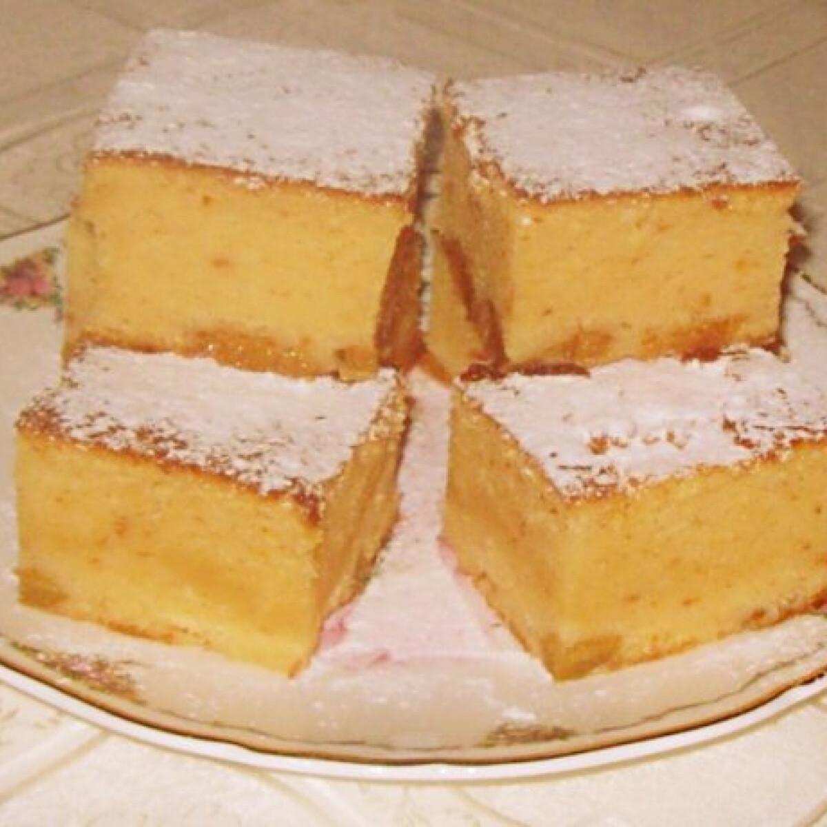 Ezen a képen: Barackos kevert sütemény Edit konyhájából