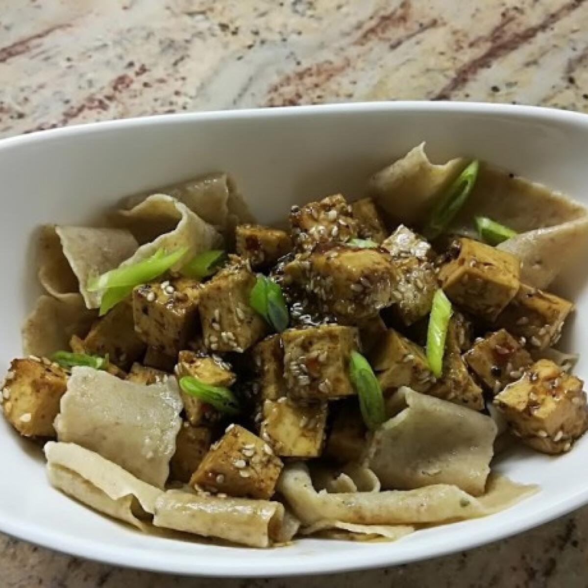 Ezen a képen: Tészta tofuval