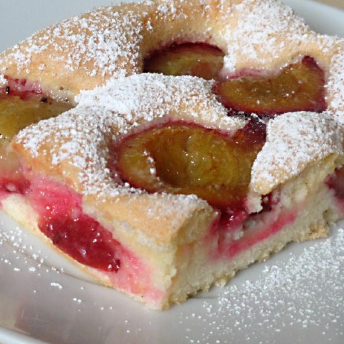 Ezen a képen: Egyszerű szilvás sütemény