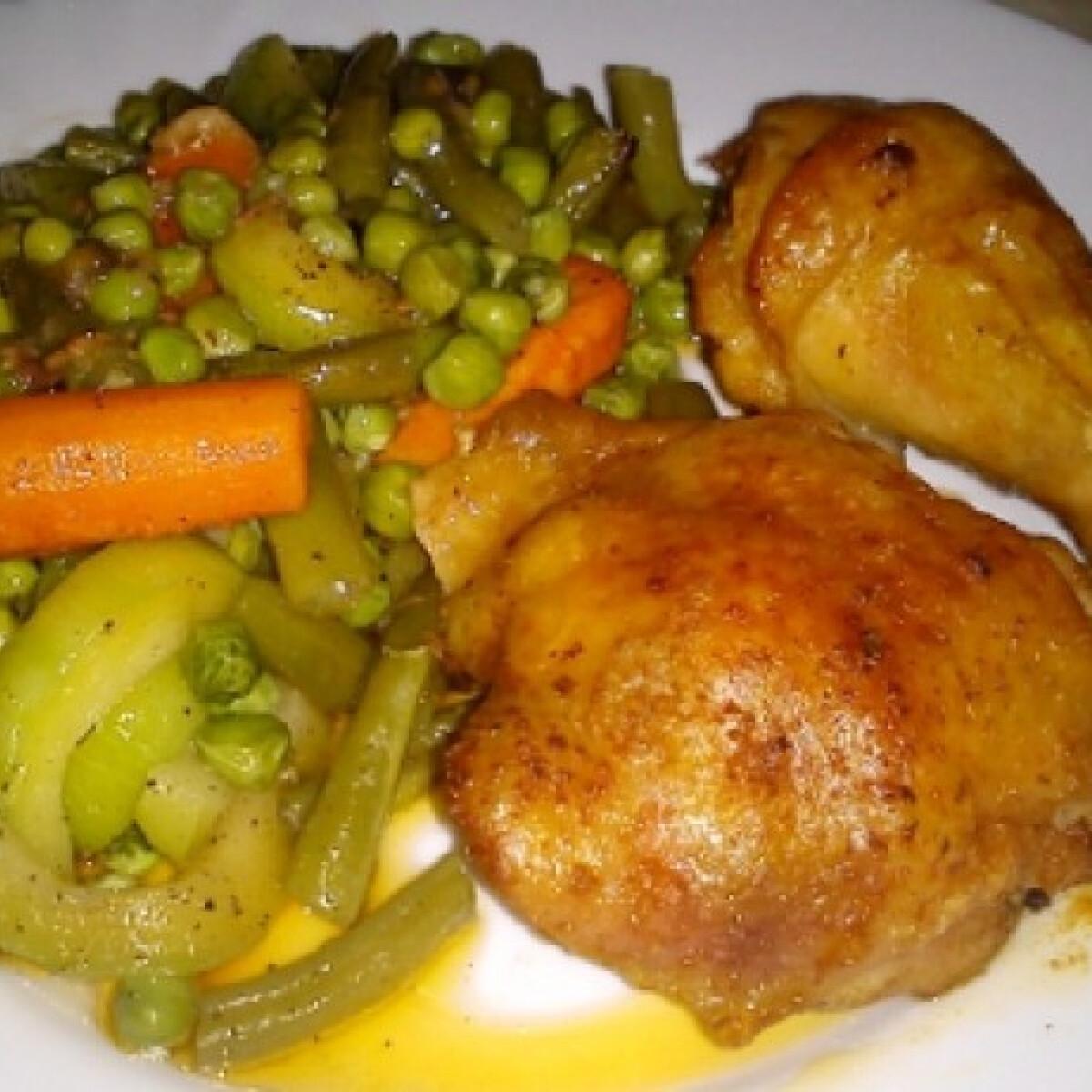 Ezen a képen: Fűszeres csirke zöldségkörettel