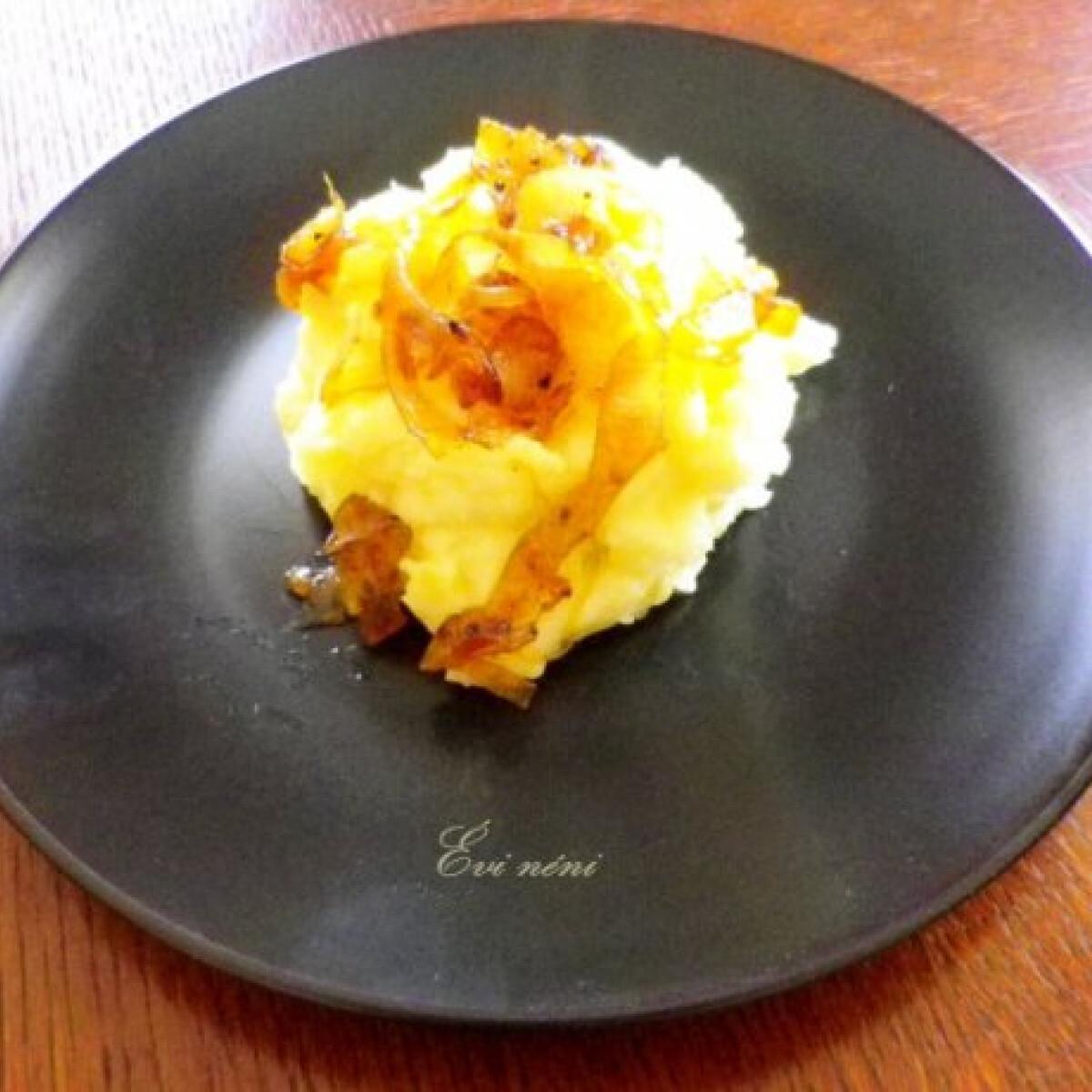 Ezen a képen: Karamellizált hagymás krumplipüré