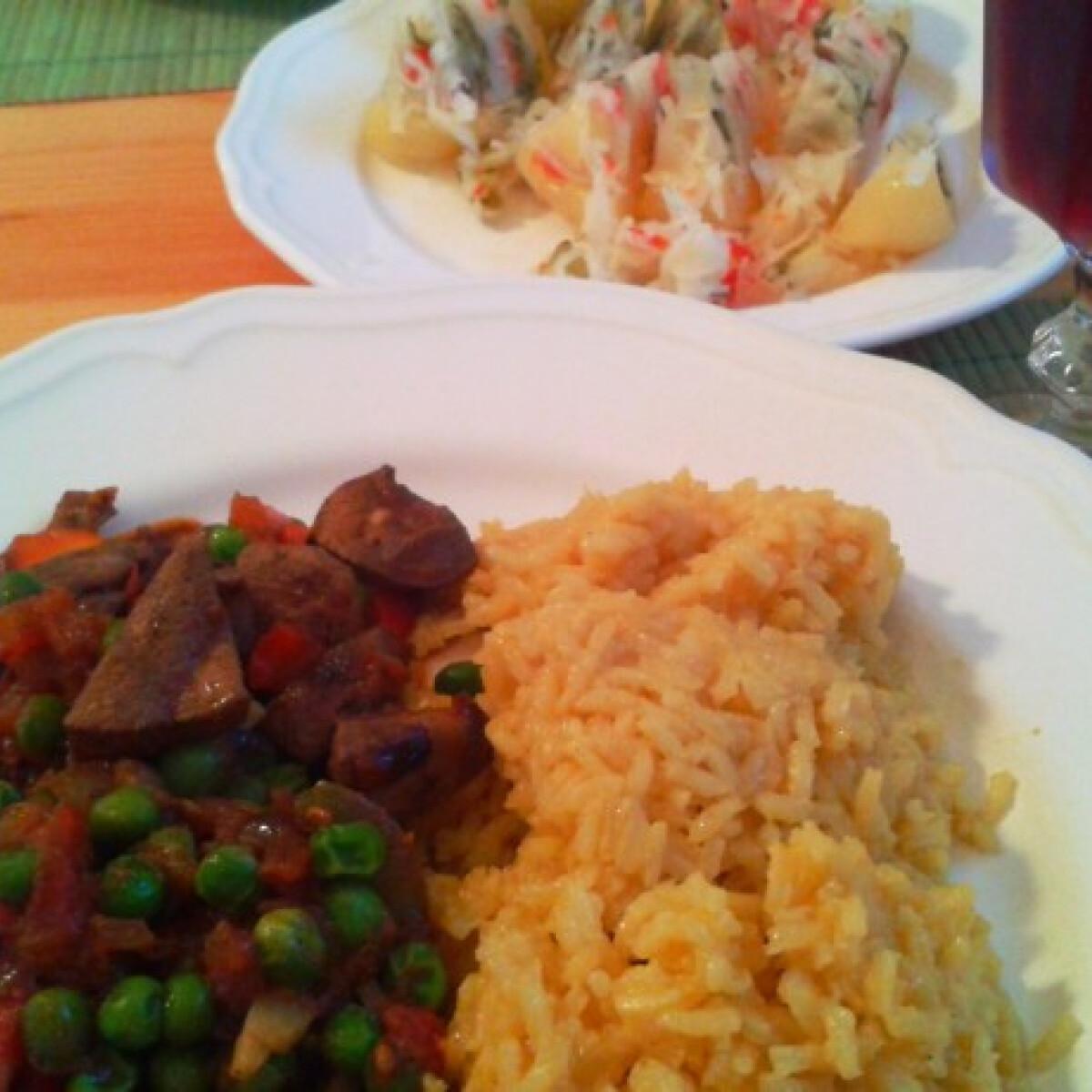 Zöldséges sertésmájragu párolt currys rizzsel