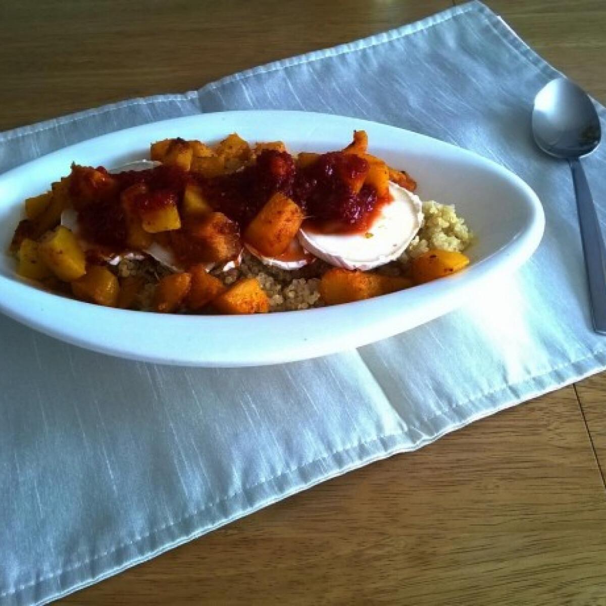 Ezen a képen: Quinoa kecskesajttal és csiliszósszal