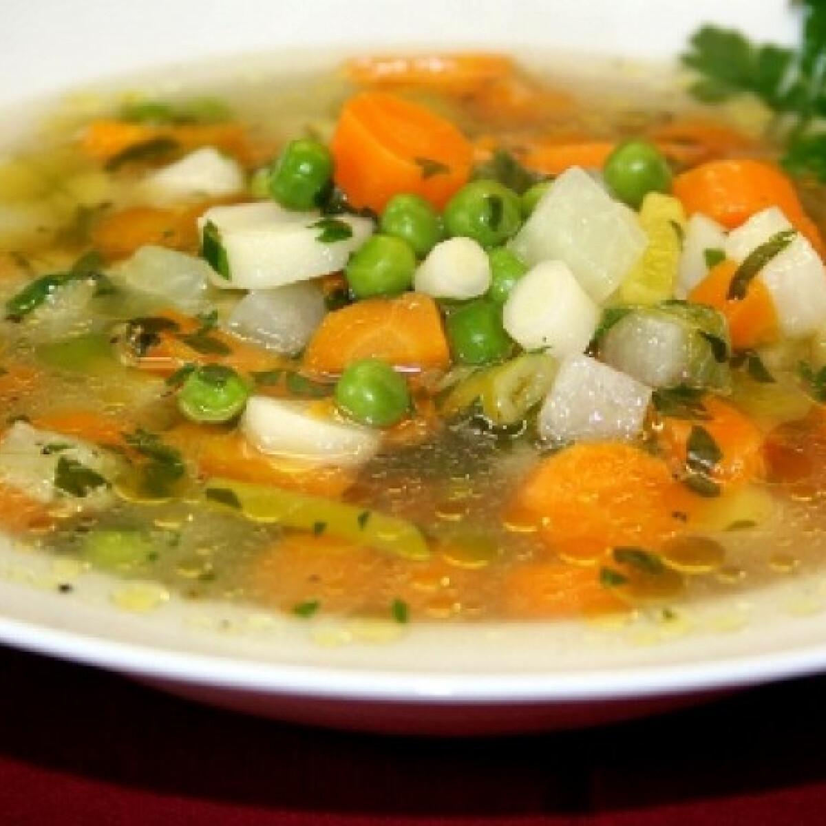 Ezen a képen: Tavaszi vegyes zöldségleves