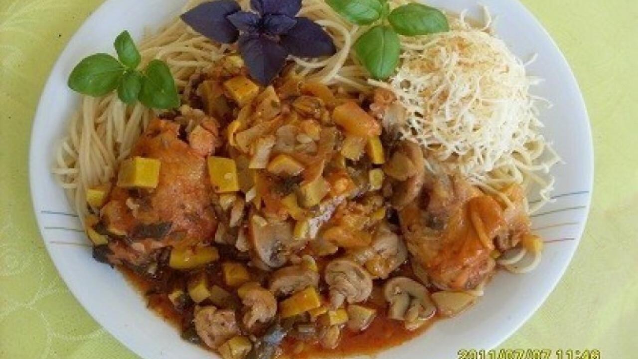 Cukkinis-gombás csirkecomb spagettivel