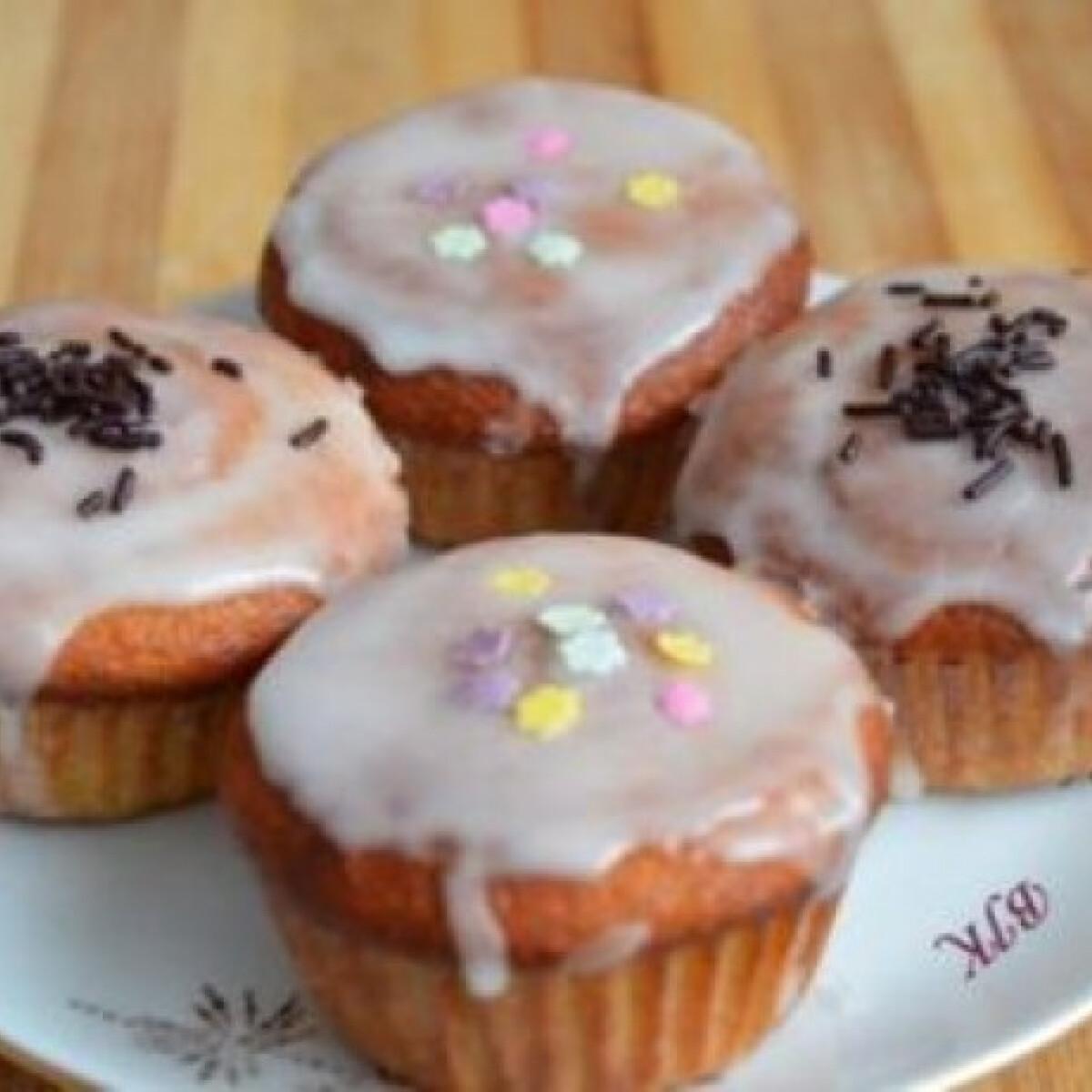 Ezen a képen: Narancsos muffin citromos cukormázzal
