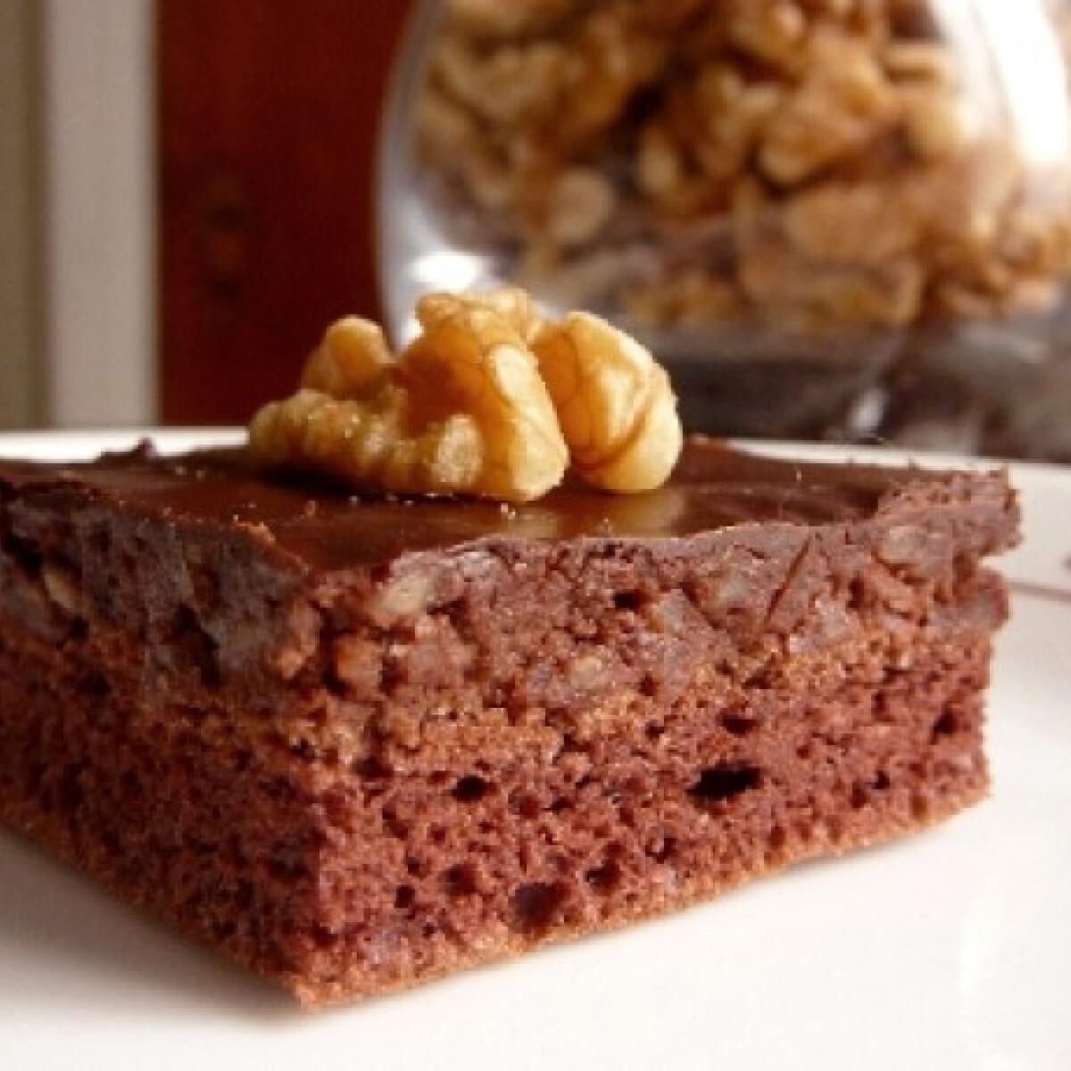 Ezen a képen: Dió-csokoládés kocka