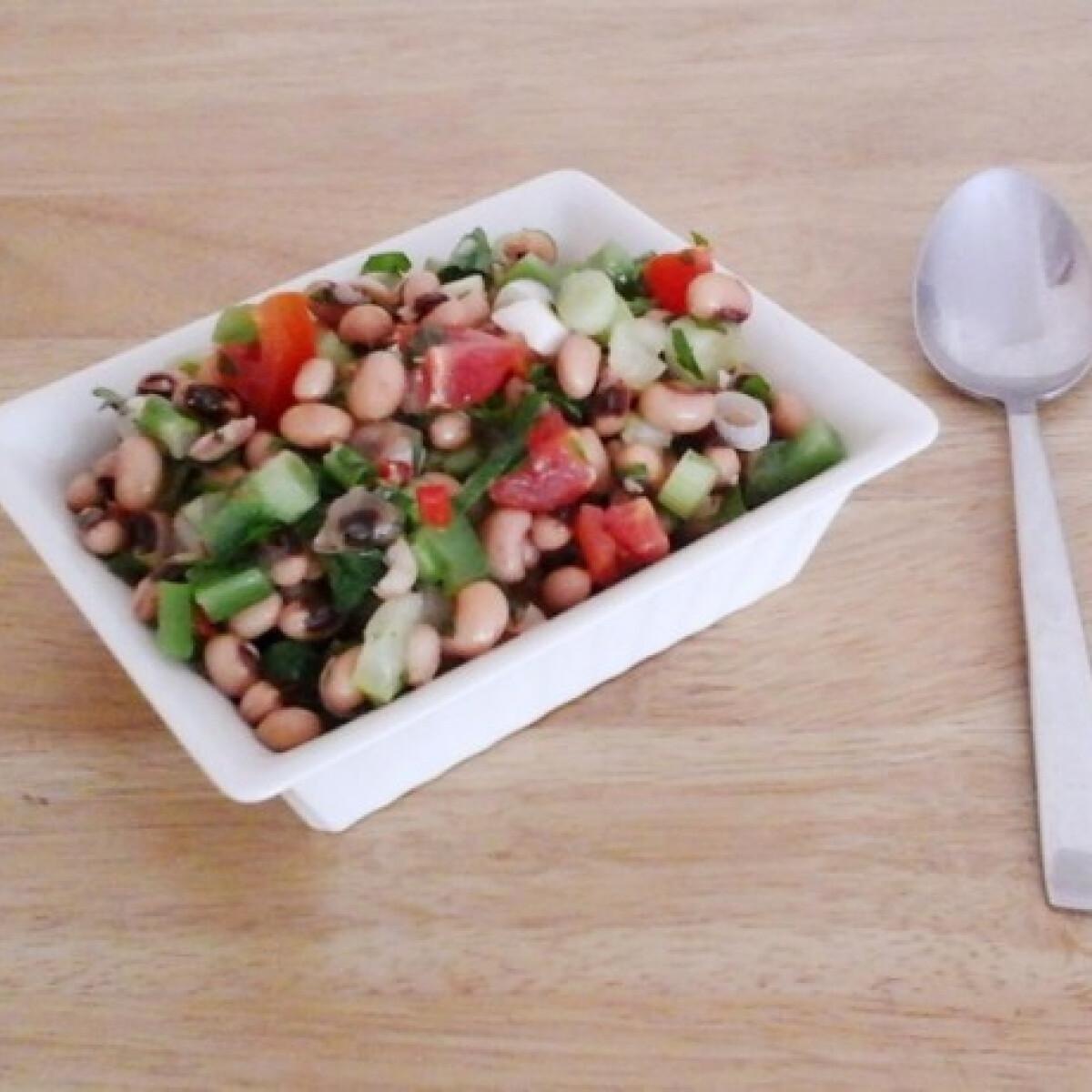 Ezen a képen: Saladu nebbe