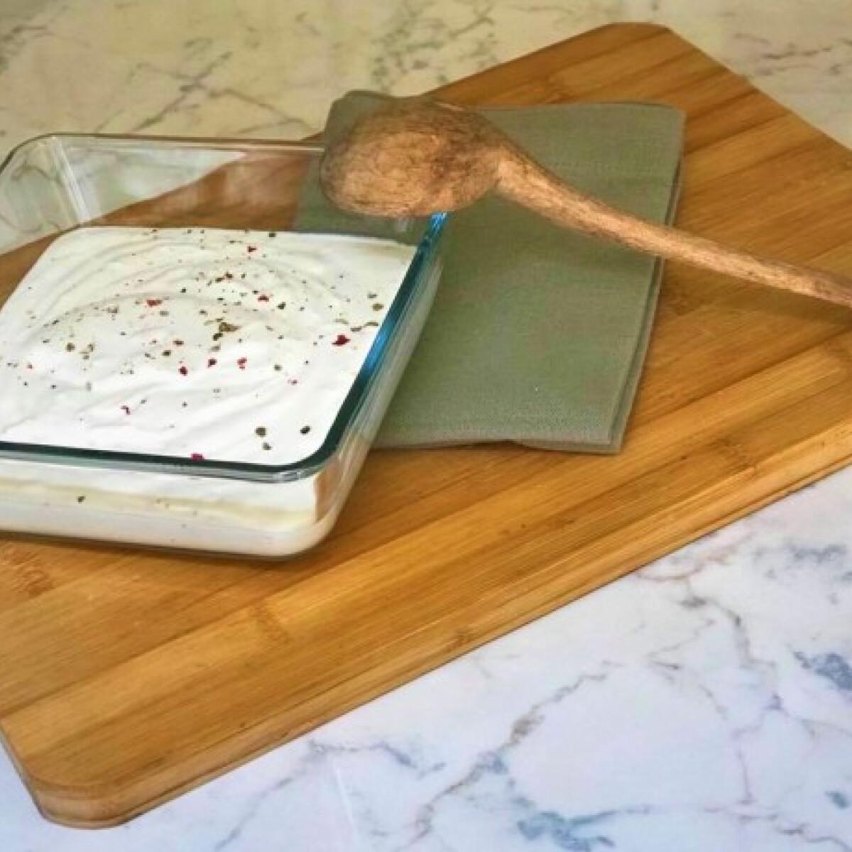 Ezen a képen: Görög-joghurtos öntet