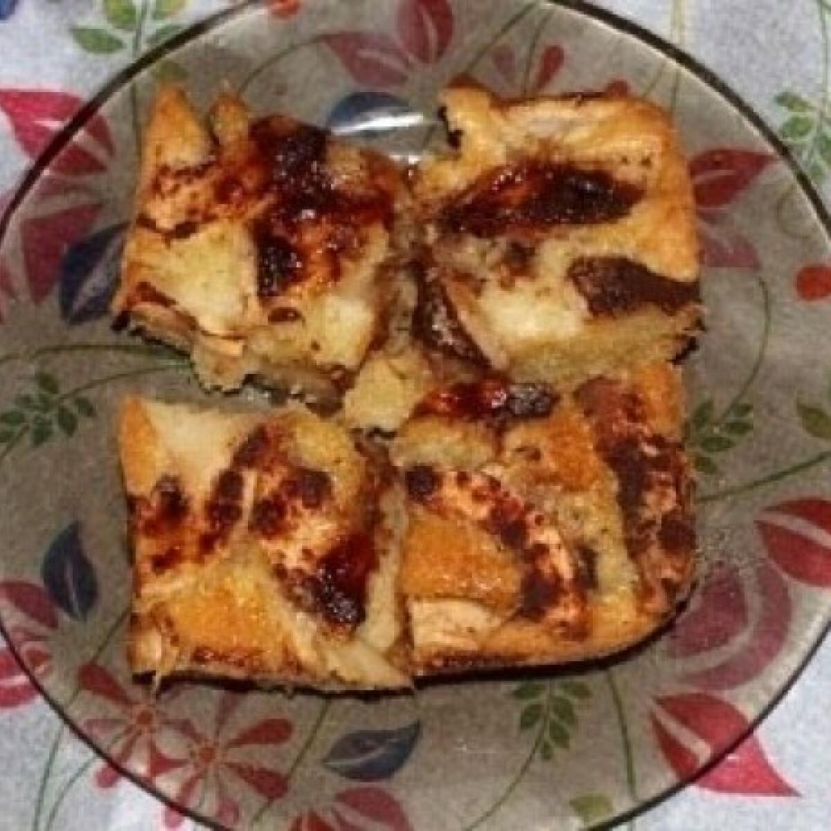 Ezen a képen: Egyszerű és finom almás süti (Almás sütemény 2.)