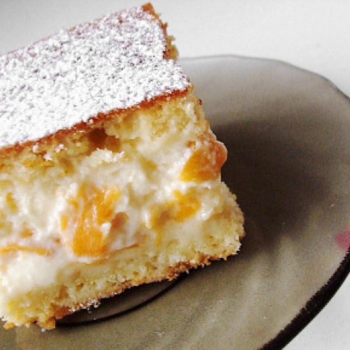 Ezen a képen: Barackos-tejfölös sütemény
