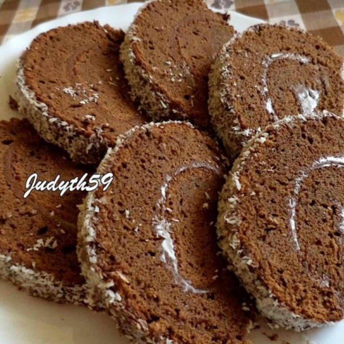Ezen a képen: Csokis piskótatekercs nutellával
