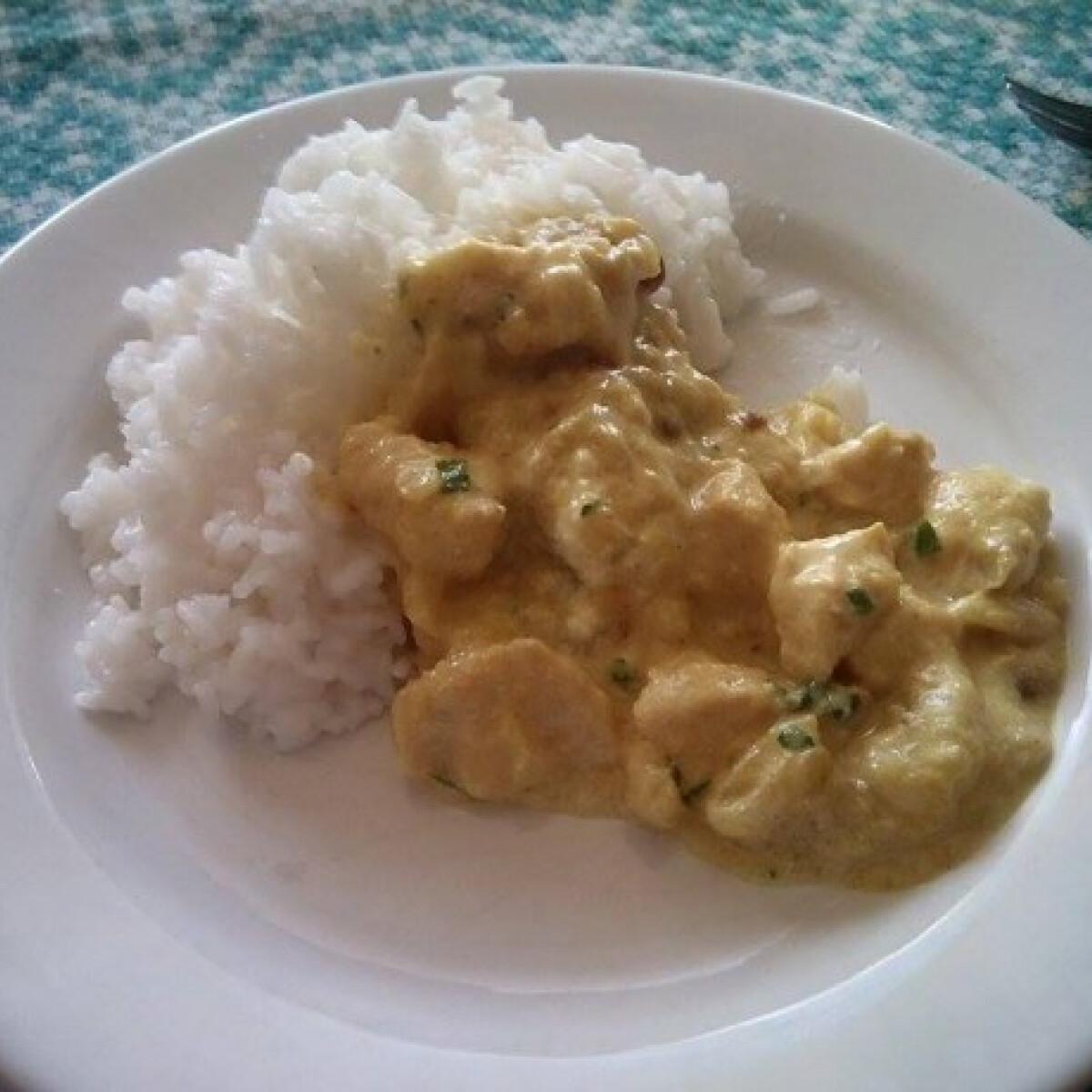 Banános-currys csirkeragu
