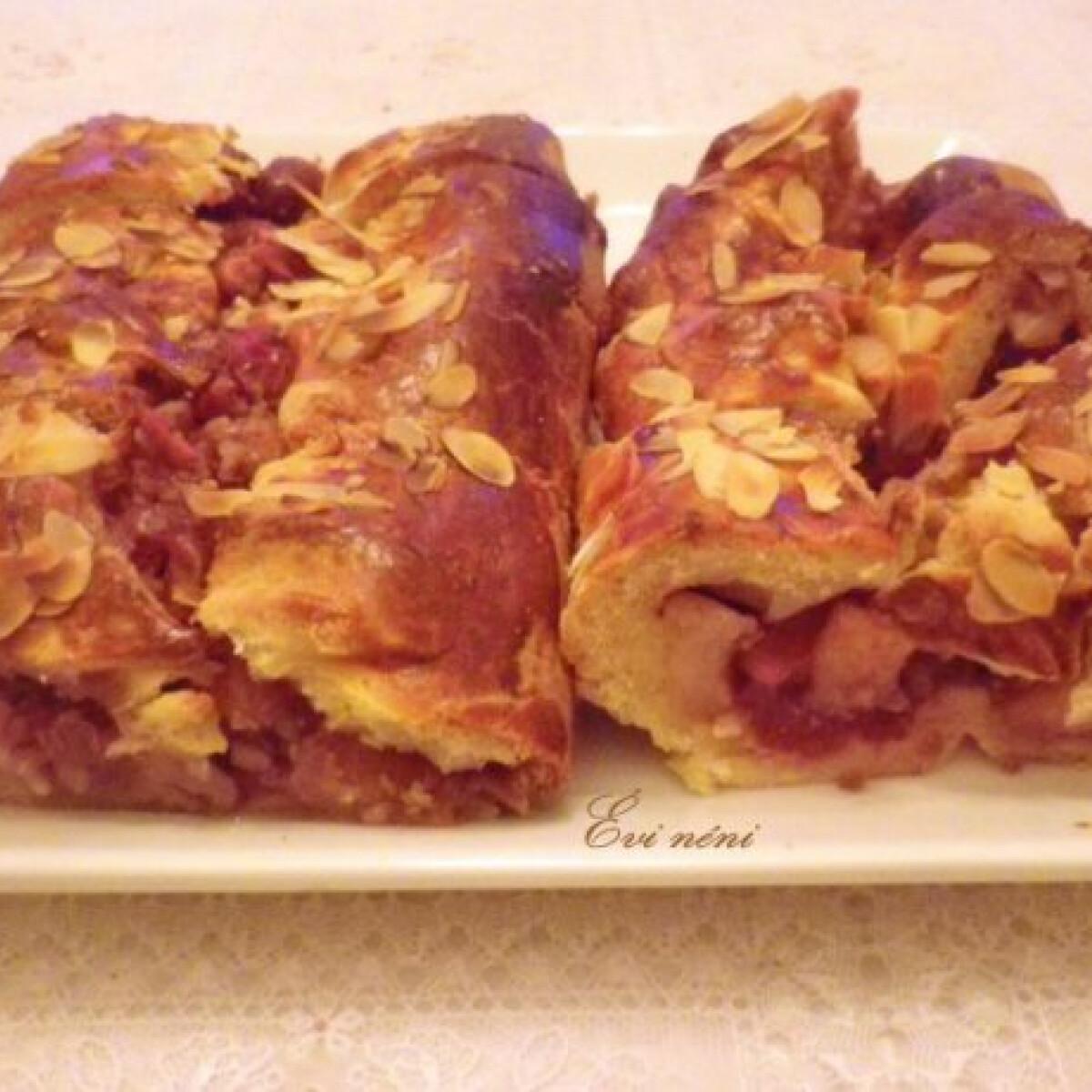 Ezen a képen: Almás-meggyes pite gyümölcscukorral