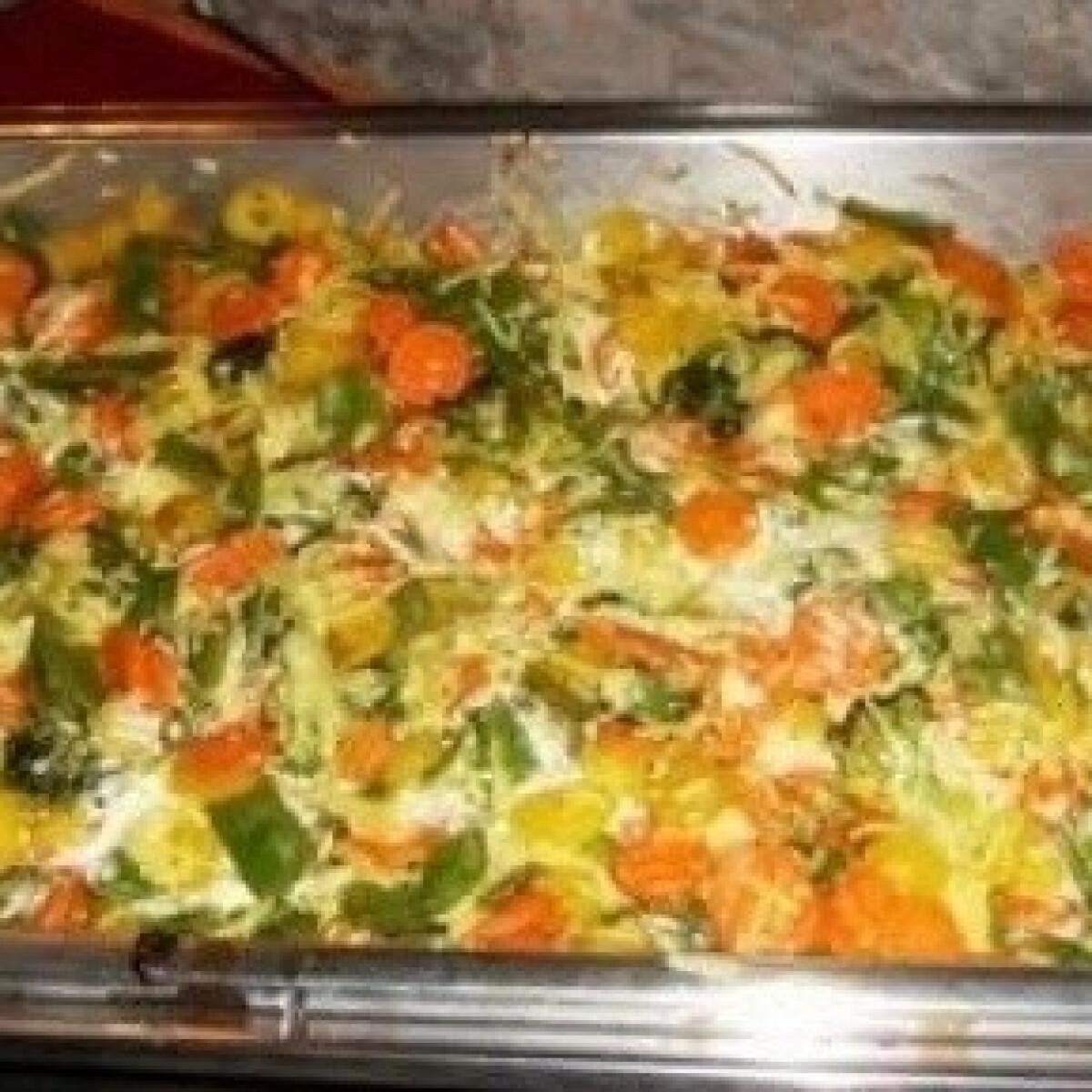 Ezen a képen: Zöldséges rakott tészta sajtmártással