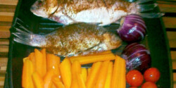 Kárász grillserpenyőben vegyes zöldséggel