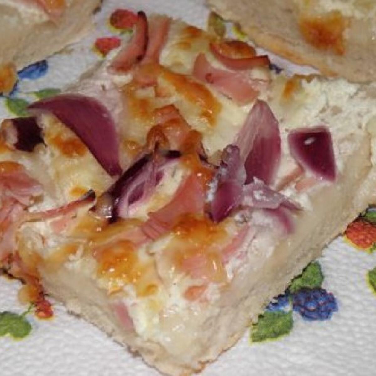 Ezen a képen: Burgonyás kenyérlángos