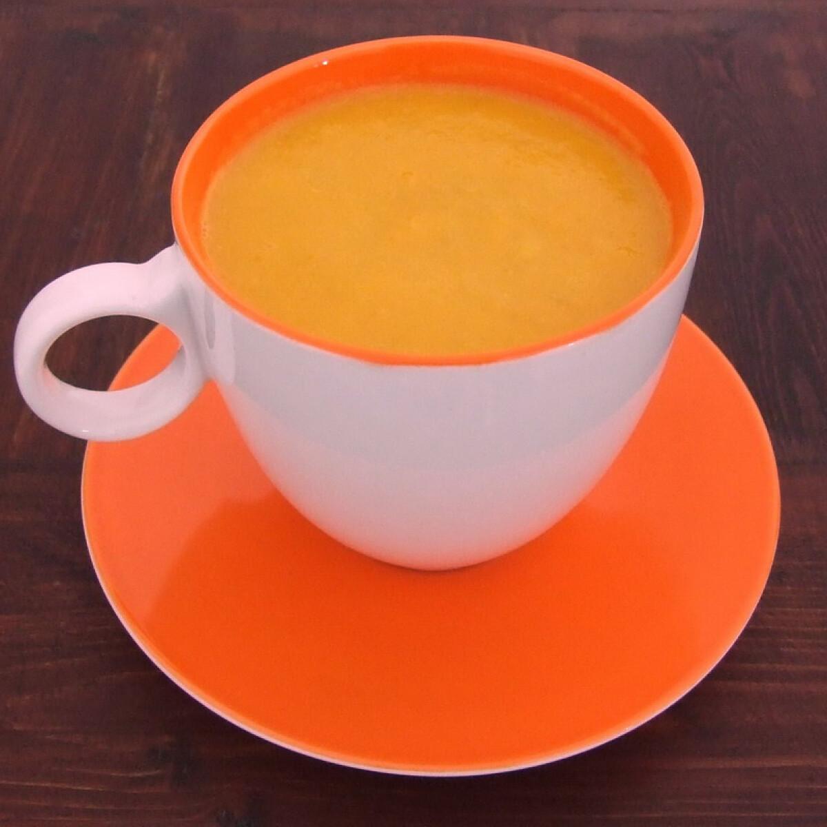 Ezen a képen: Répaszósz smoothie-makerben