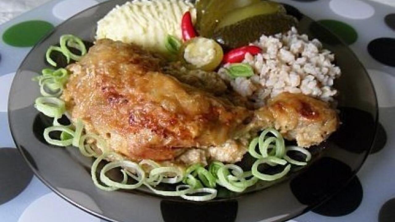 Fűszeres mártásban sült csirkecomb, -mell