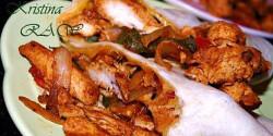 Hagymás csirke fajitával fűszerezve