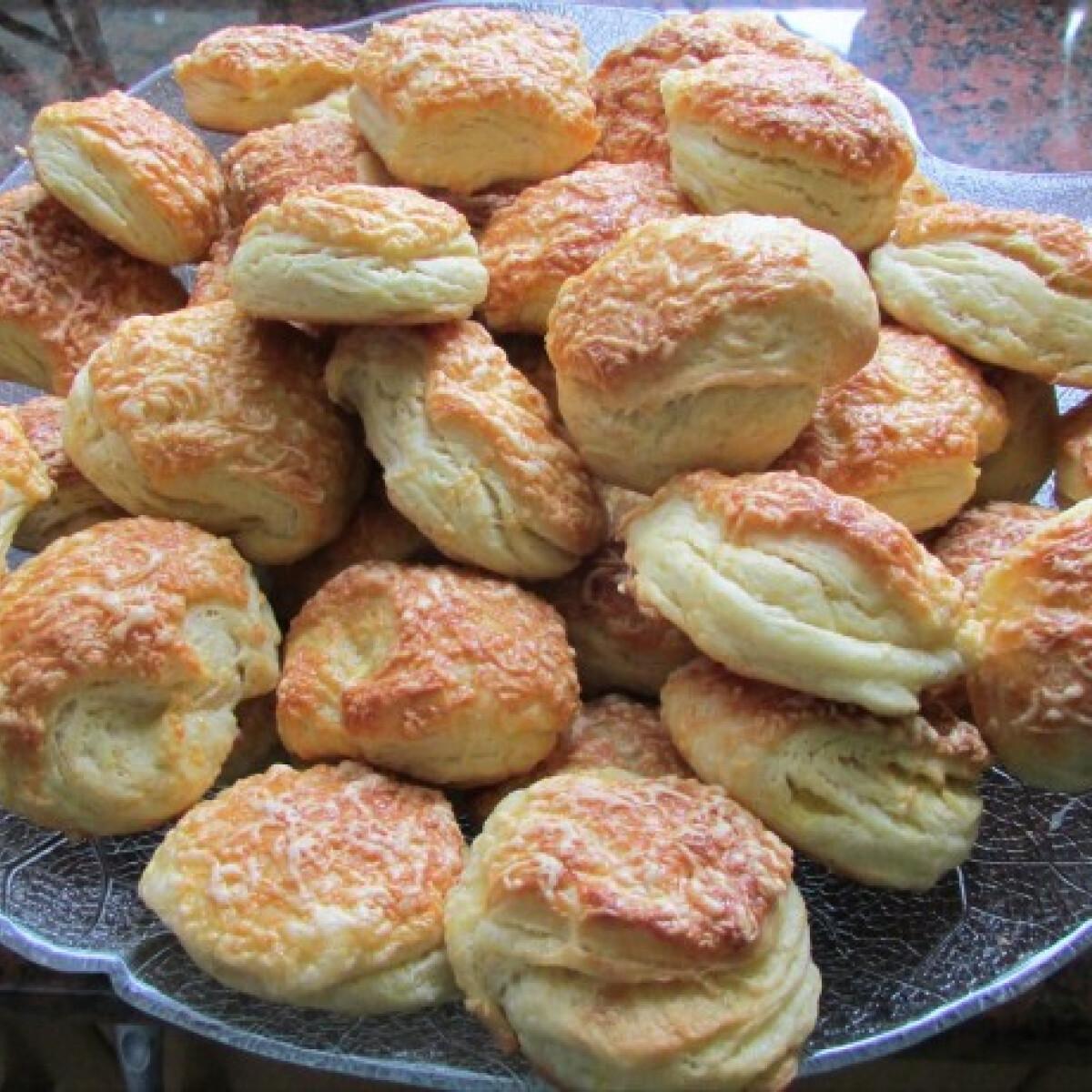 Ezen a képen: Krumplis pogácsa Detty konyhájából