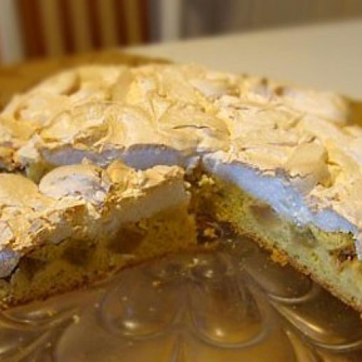 Ezen a képen: Habos rebarbara torta