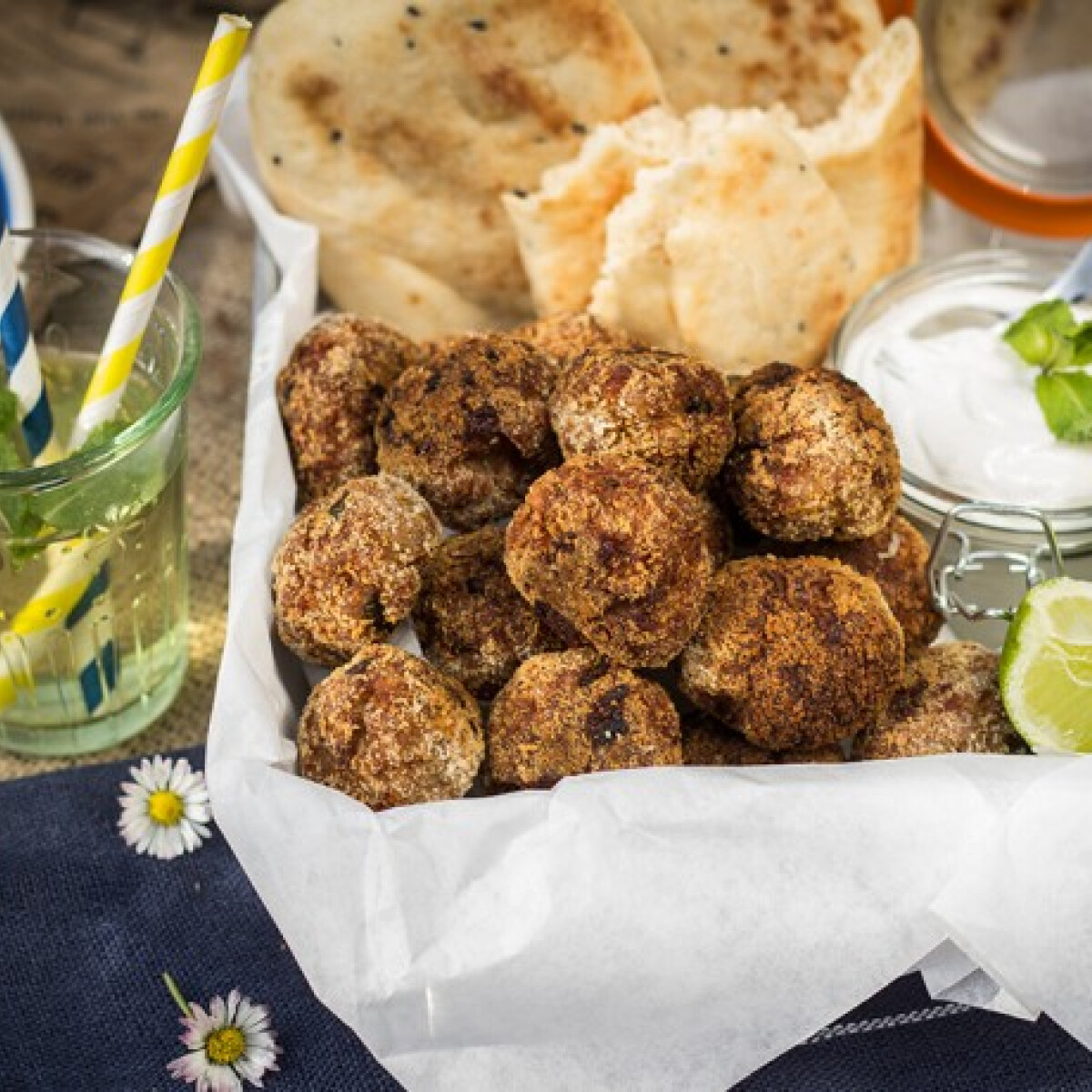 Ezen a képen: Curry-s fasírtgolyók
