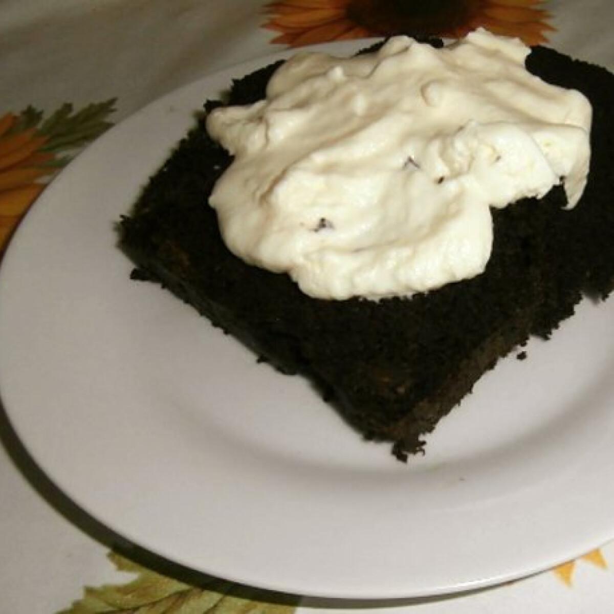 Ezen a képen: Céklás-csokis sütemény Noémi konyhájából
