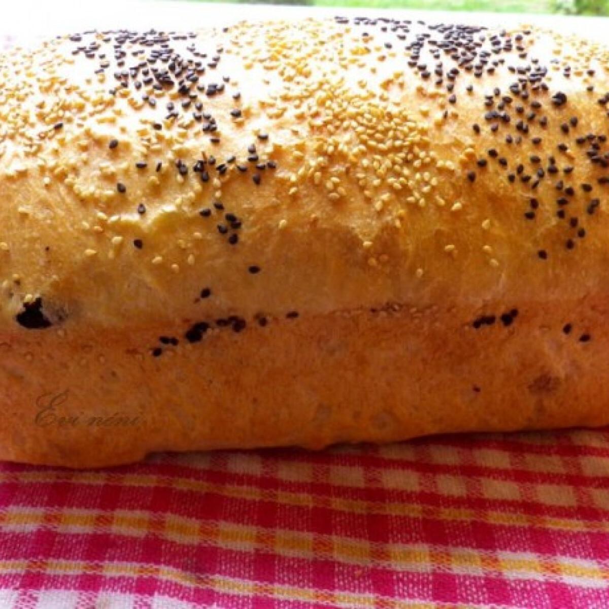 Ezen a képen: Szezámos kenyér