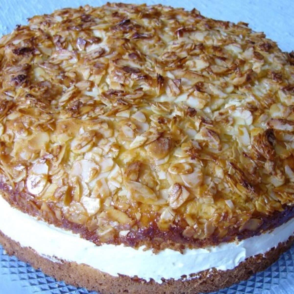 Ezen a képen: Mézes torta vaníliás krémmel