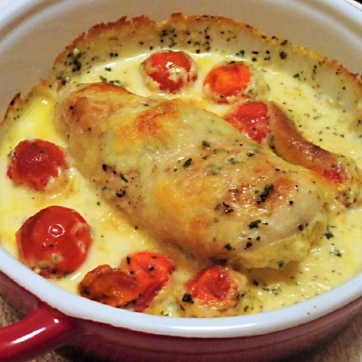 Ezen a képen: Mozzarellás csirkemell bazsalikomos tejszínszószban