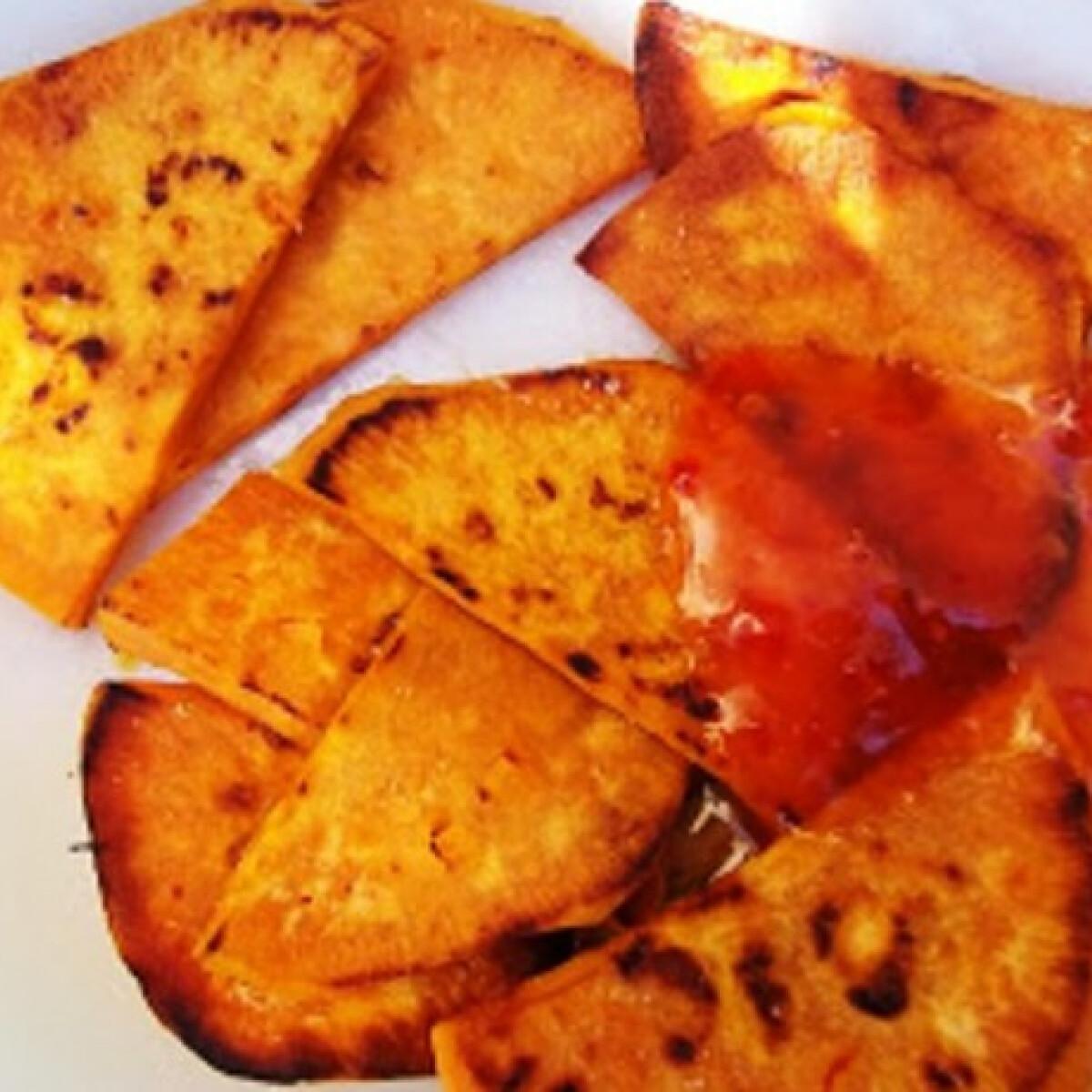 Ezen a képen: Sült édesburgonya szeletek édes-csípős chilivel