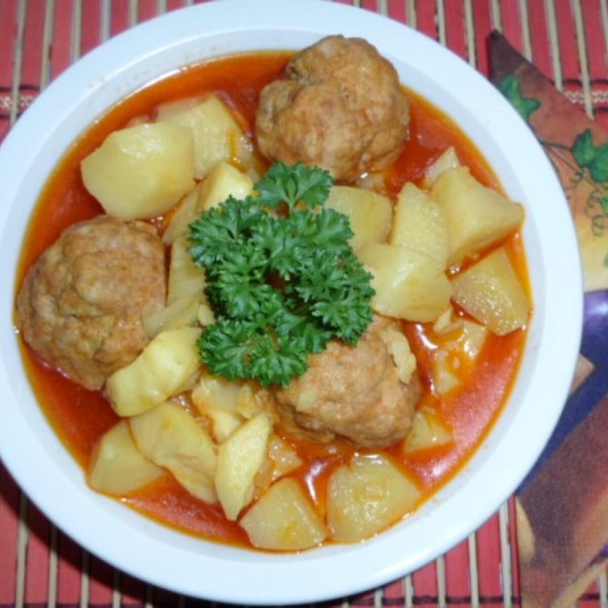 Ezen a képen: Húsgombócos paprikás krumpli