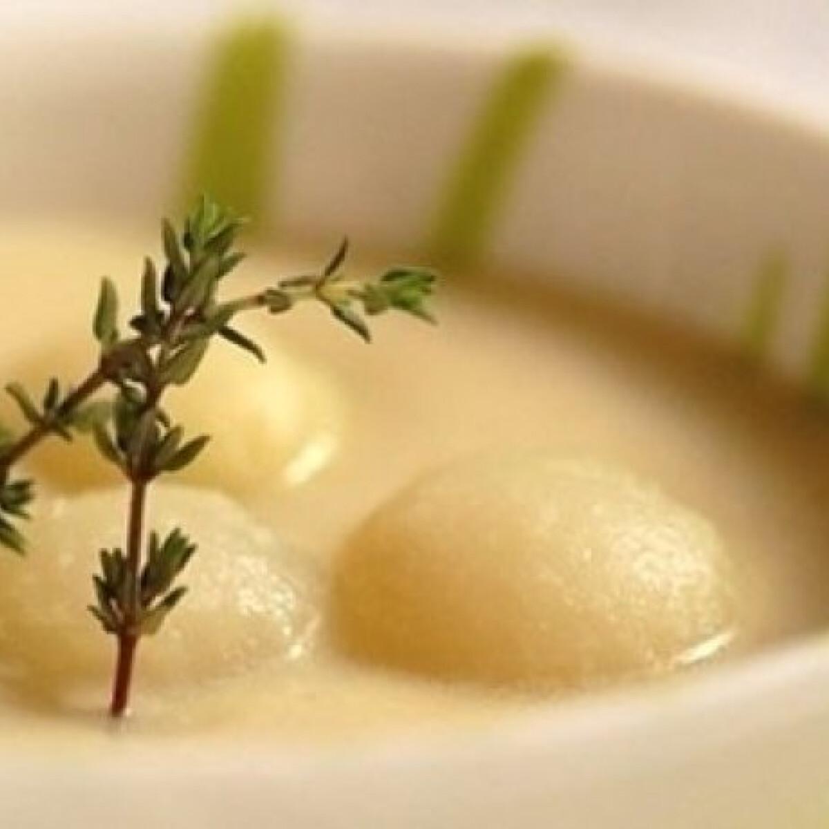 Ezen a képen: Karalábé leves karalábé gombóccal