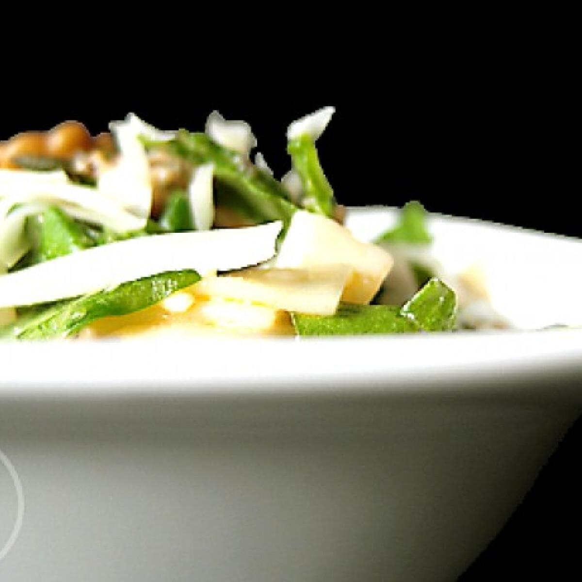 Ezen a képen: Spenótos-juhtúrós tészta